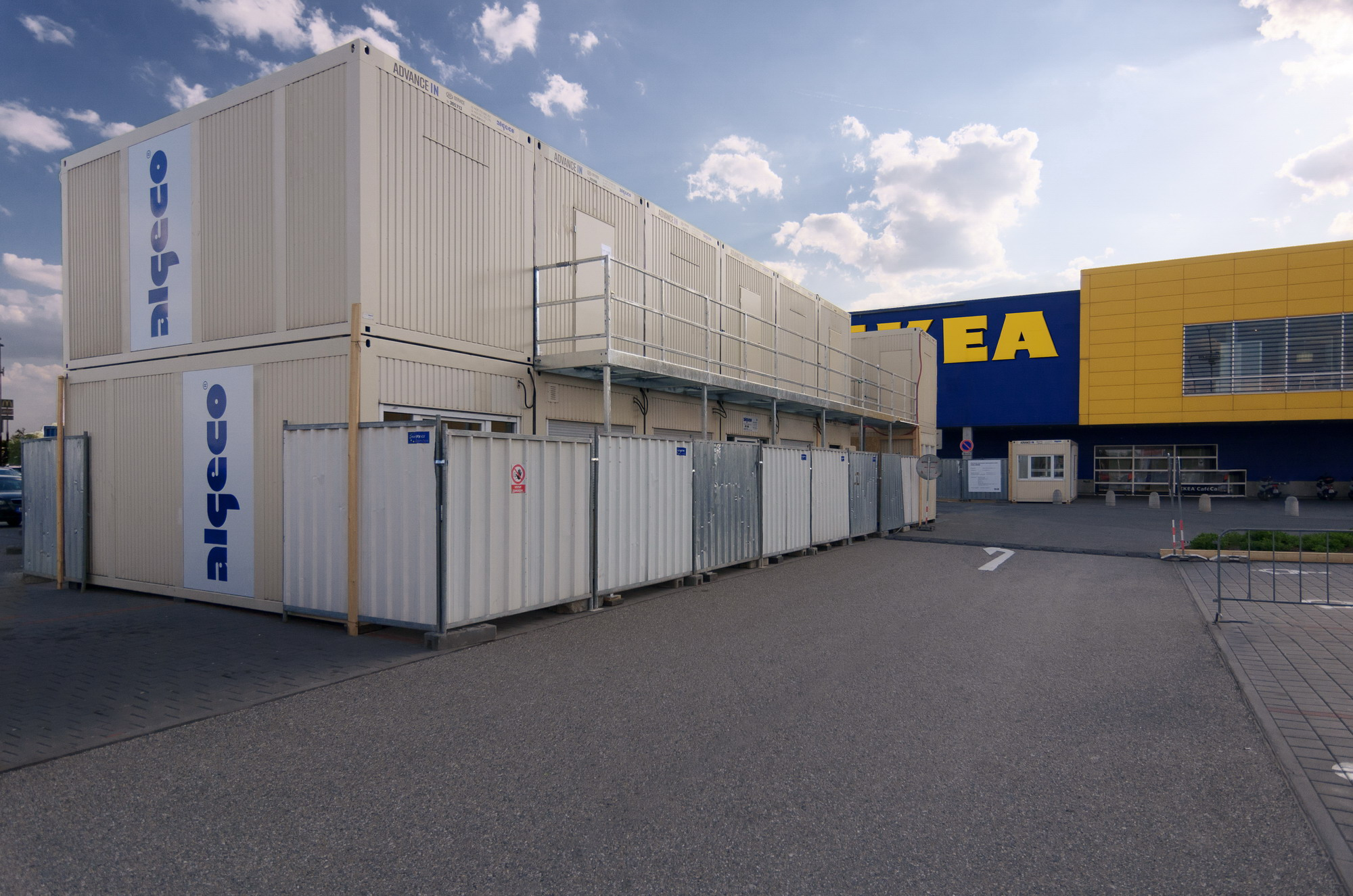 9c3525708 Modular ALGECO building as facilities for the renovation of IKEA in Brno